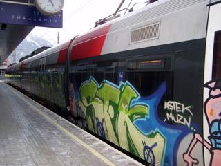 Triebwagen der S2 wartet am Hauptbahnhof auf die Abfahrt