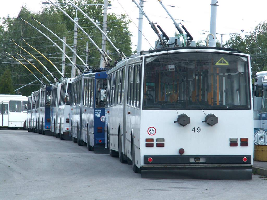 bildern von alten autobussen mit leute